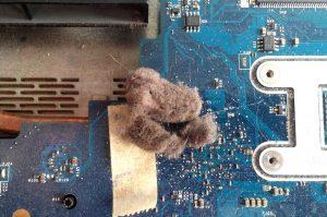 gorący laptop - czyszczenie laptopa