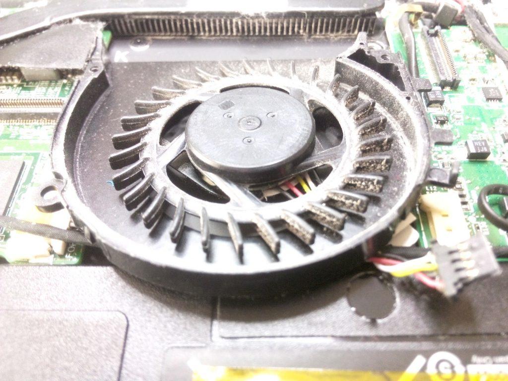 zakurzony laptop
